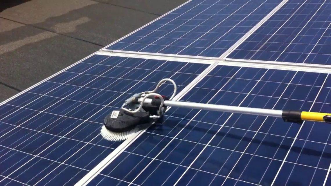 Limpieza y mantenimiento de paneles solares