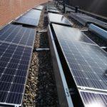 Paneles solares en techo plano
