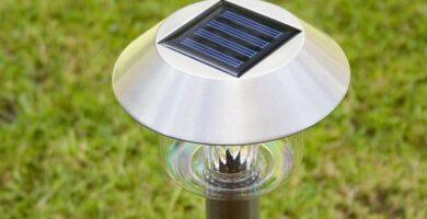 ¿Cómo cargar luces solares sin sol?