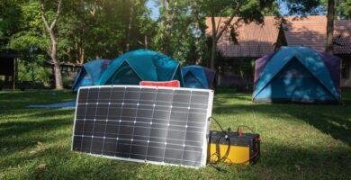 ¿Cuánto tiempo para cargar una batería de 12 V con un panel solar de 100 vatios?