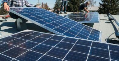 ¿Cómo conectar el panel solar a la batería y al inversor?