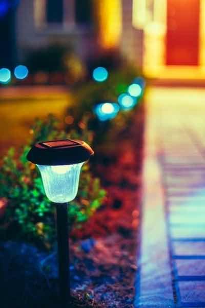 luces solares para jardines