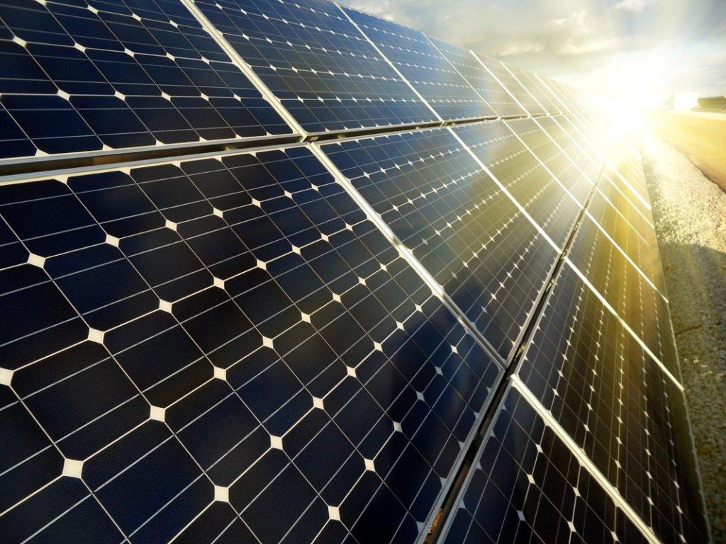 COMO CONVERTIR LA ENERGIA SOLAR EN ENERGIA ELECTRICA